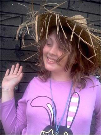 chloe_in_straw_hat